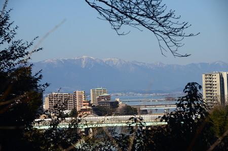 琵琶湖越しの比良山