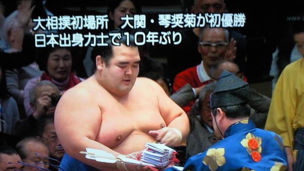 琴奨菊やった!\(^O^)/  同世代として嬉しい初優勝!