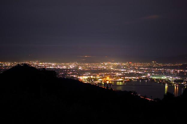 街の灯を眼下に望んで