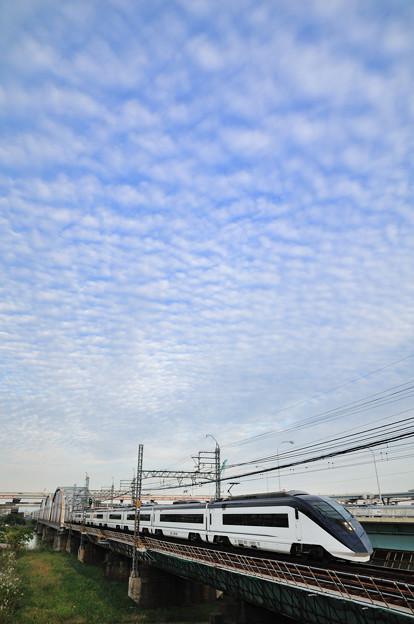 まだら雲とスカイライナー