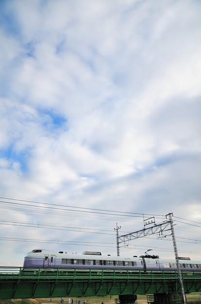 多摩川橋梁を渡る中央線のE351系特急スーパーあずさ号