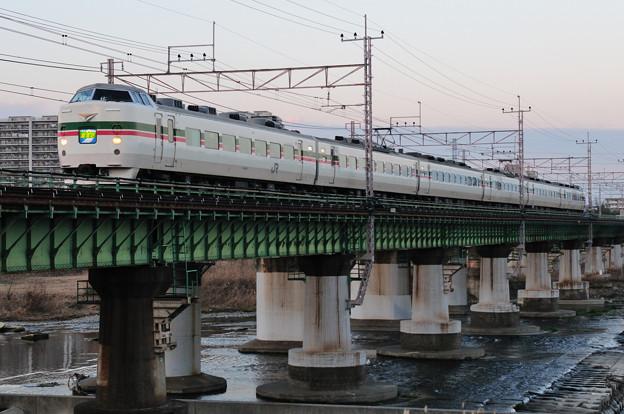 多摩川橋梁を渡る189系臨時特急あずさ号