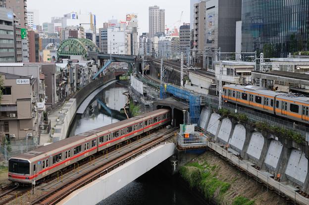 聖橋から神田川を見下ろす