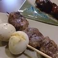 写真: 串の追加はうずら玉子、ハツ塩(6本セットのはハツじゃなくて砂肝やった)、レバタレ。生ホッピー×2で〆。新鮮組改め、焼鳥小屋(とりごや)いろとり鶏さん、今年もよろしゅうに(`∇´ゞ