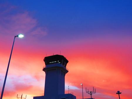 夕ぐれ管制塔