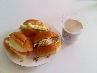三種類のロールパン