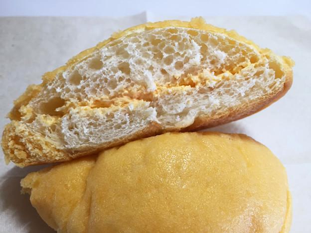 20150814-01『セブンアンドアイ』の「夕張メロンクリームのドームパン」03