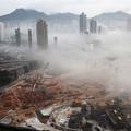写真: 霧鎖香港