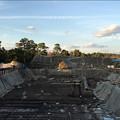 写真: 遺跡発掘現場の日暮れ