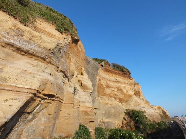☆⌒(●ゝω・)自然が作り上げた迫力の断崖絶壁.:*・゚☆