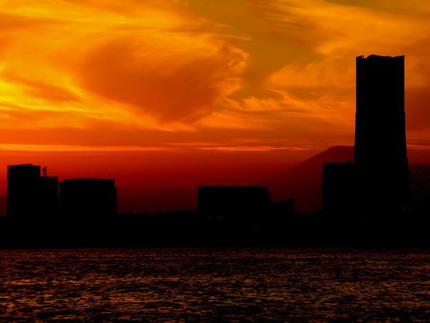写真: みなとみらいと富士山