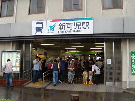新可児駅混雑する改札