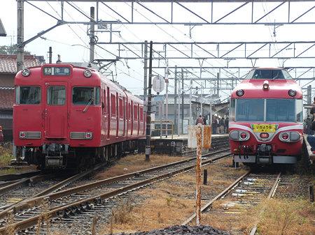 7011Fと6000系三河ワンマン車並び