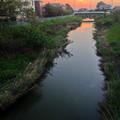 写真: 夕焼け雲とその下を流れる八田川 - 3