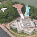 Photos: iOS 8:マップアプリ「Flyoverツアー」 - 02(ニューヨーク、自由の女神)
