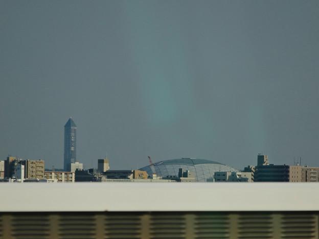 写真: 名古屋高速から見た、ナゴヤドームと東山スカイタワー - 1