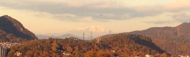 写真: 犬山城天守閣から見えた、雪を戴く御嶽山