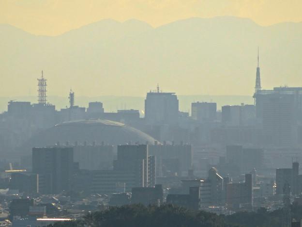 写真: スカイワードあさひ No - 052:展望室からの眺め(ナゴヤドームと名古屋テレビ塔)