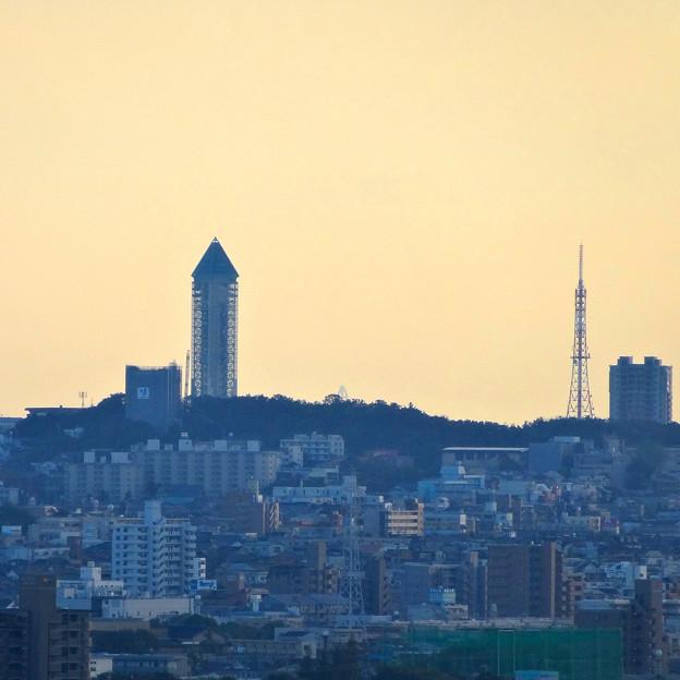 写真: スカイワードあさひ No - 086:天体観測室横からの眺め(東山スカイタワーと鉄塔)