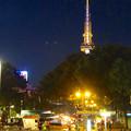 写真: 名古屋まつりの屋台と名古屋テレビ塔