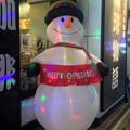 写真: 地下鉄「名古屋港」駅前の喫茶店に、大きなスノーマン! - 2