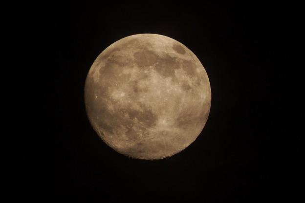 台風一過の満月