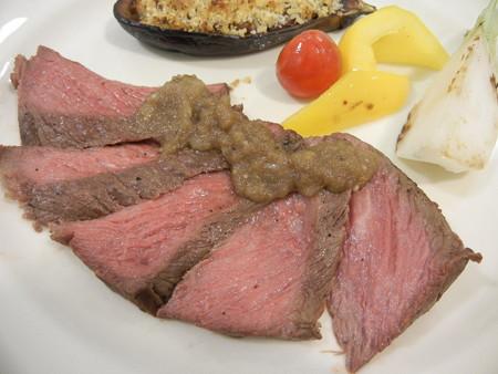 ビーフステーキ〜オニオンガーリックソース