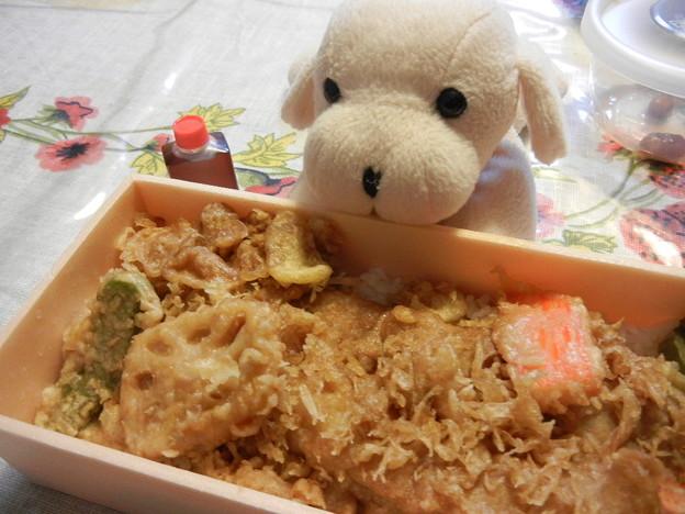 穴子天丼と海老天丼弁当を半々で
