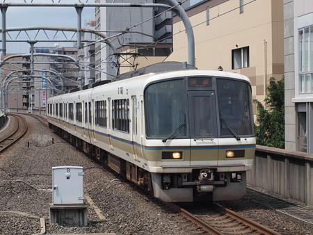 221系快速 山陰本線二条駅