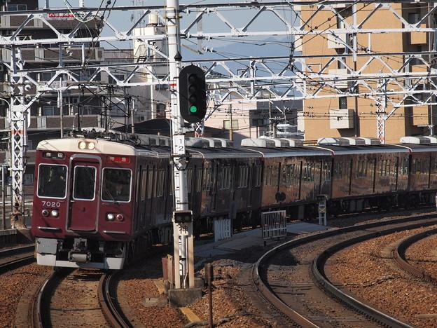 阪急7000系特急 阪急神戸線中津駅
