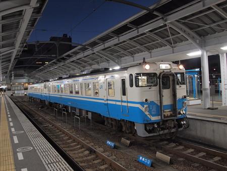 キハ40普通 高徳線高松駅01