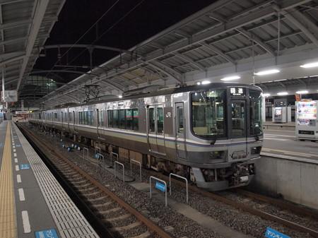 223系回送 予讃線高松駅01