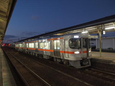 キハ25系普通 紀勢本線松阪駅02