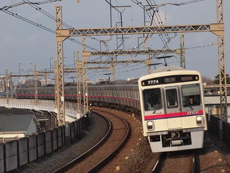 京王7000系準特急 京王相模原線稲田堤駅02
