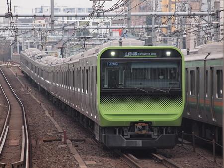 E235系普通  山手線駒込駅 03