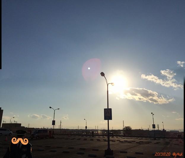 写真: 屋上から広い空の下どこに ~陽だまりの警備員
