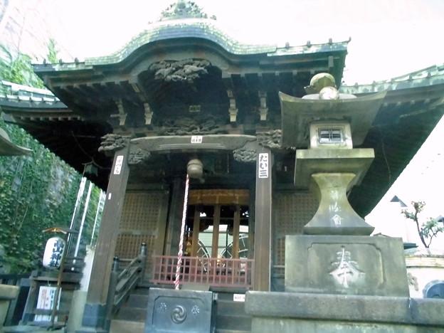 品川駅高輪口界隈_高山(稲荷)神社-02社殿b