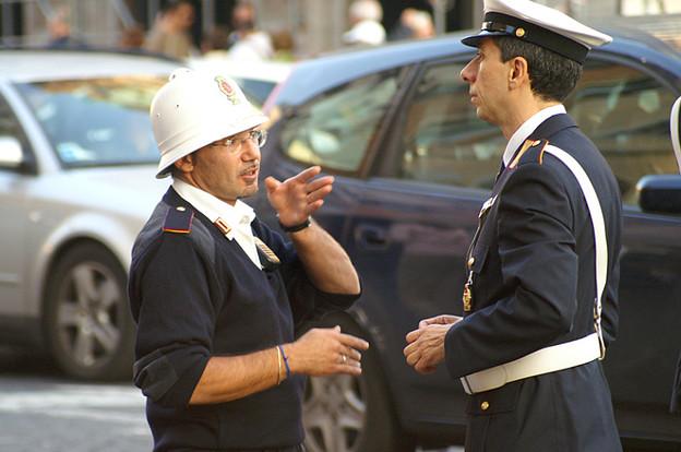 写真: police-officers-in-rome-italy-1452467