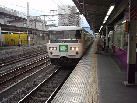185系はまかいじ号(甲府駅)