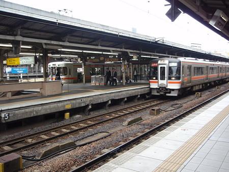 キハ75系(快速みえ)313系(名古屋駅)