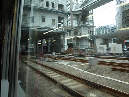 湘南新宿ライングリーン車1階の車窓(新宿駅)