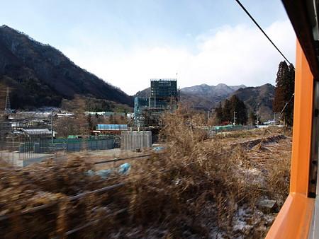 吾妻線の車窓(岩島から川原湯温泉)