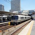 写真: 221系(尼崎駅)