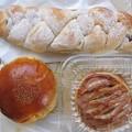Photos: 焼き立てパン