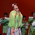 Photos: 歌う川本三栄子さん
