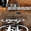 Photos: 歩行者と自転車