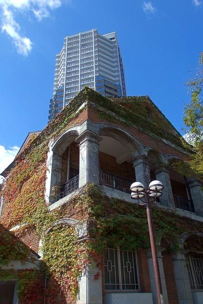 Photos: 神戸外国倶楽部とマンション