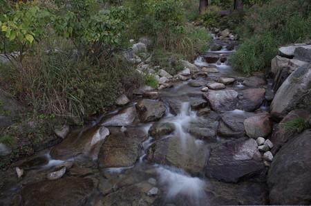 キャンプ場近くの川