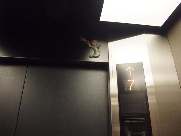 Photos: エレベーターに妖精