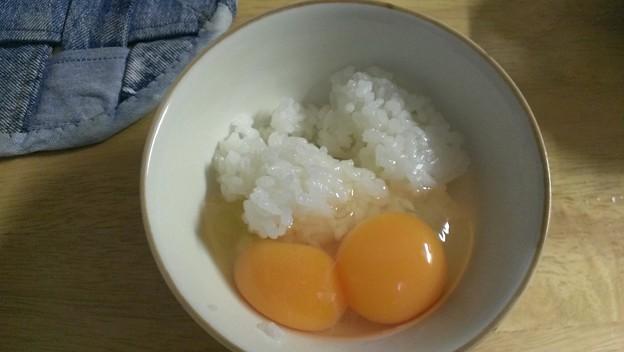 Photos: 卵割ったら、黄身二つ。